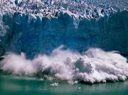 Effondrement d'un bloc de glace | Patagonie, Argentine | 01/02/2005 | © Dan Rafla/Aurora Photos/Corbis