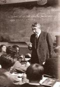 Le philosophe Alain dans sa classe
